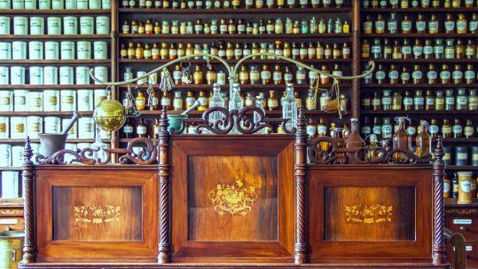 building-counter-pharmacy-medical-glass-bottles-kiel-590489-pxhere.com