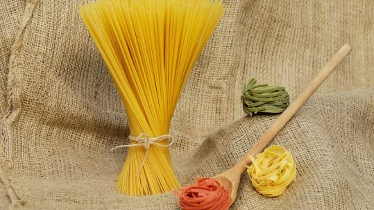 flower-food-colorful-yellow-pasta-noodles-520092-pxhere.com