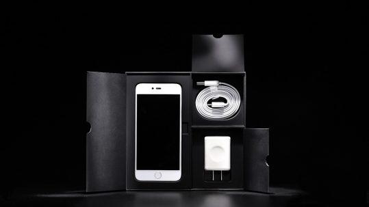 smartphone-screen-light-black-and-white-technology-dark-1364187-pxhere.com