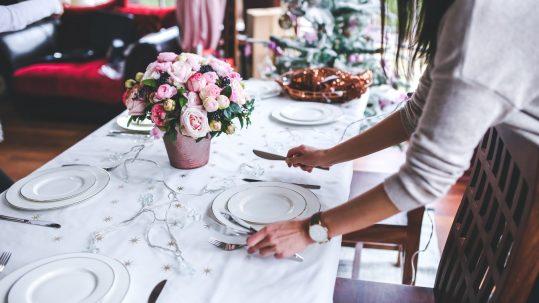 table-girl-woman-flower-interior-restaurant-722558-pxhere.com